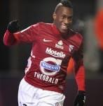 Yeni Ngbakoto con la maglia del Metz